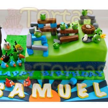 Torta Angry Birds - Codigo:ENP17 - Detalles: keke de 20x30cm en una esquina según imagen, en la base incluye todos los detalles de la imagen y letras feliz día y nombre del niño de hasta 7 letras. Torta a base de keke ingles, relleno de manjar blanca y forrado en masa elástica, todo el decorado también es a base de masa elástica.  - - Para mayores informes llamenos al Telf: 225-5120 o 4760-753.