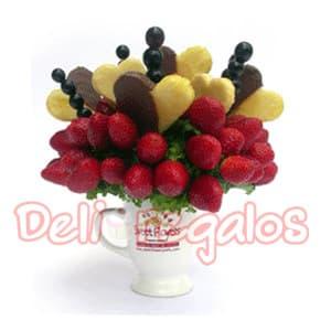 Rompecorazones  - Codigo:ACI03 - Detalles: Arreglo comestible hecho a base de fruta fresca! Rompecorazones, lo hicimos con amor y el corazón! Mug cerámico , relleno de fresas, uvas y corazones de piña bañados en chocolate. El arreglo viene en un empaque transparente higiénico, cerrado con cintas. - - Para mayores informes llamenos al Telf: 225-5120 o 4760-753.
