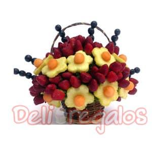 Sabor a Flor - Codigo:ACI09 - Detalles: Arreglo comestible hecho a base de fruta fresca! Sabor a Flor, el regalo perfecto para cualquier tipo de ocasión! Canasta de mimbre color marrón con abundantes flores de piña, rodeadas de jugosas fresas y uvas. El arreglo viene en un empaque transparente higiénico, cerrado con cintas. - - Para mayores informes llamenos al Telf: 225-5120 o 4760-753.