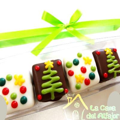 Diloconrosas.com - Pack Navidad 06 - Codigo:AFN06 - Detalles: Deliciosos alfajores grandes de 7cm x 7cm c/u rellenos con exquisito manjar blanco, la decoracion es en exquisita masa elastica, cada uno viene en elegante elvoltura de aluminio y la presentacion es en caja de regalo. Cantidad: 4 unidades - - Para mayores informes llamenos al Telf: 225-5120 o 476-0753.