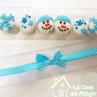 Diloconrosas.com - Pack Navidad 07 - Codigo:AFN07 - Detalles: Deliciosos alfajores grandes de 6cm c/u rellenos con exquisito manjar blanco, la decoracion es en exquisita masa elastica, cada uno viene en elegante elvoltura de aluminio y la presentacion es en caja de regalo. Cantidad: 6 unidades - - Para mayores informes llamenos al Telf: 225-5120 o 476-0753.