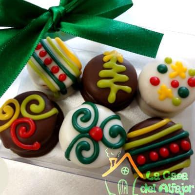 Diloconrosas.com - Pack Navidad - Codigo:AFN08 - Detalles: Deliciosos alfajores grandes de 6cm c/u rellenos con exquisito manjar blanco, la decoracion es en exquisita masa elastica, cada uno viene en elegante elvoltura de aluminio y la presentacion es en caja de regalo. Cantidad: 6 unidades - - Para mayores informes llamenos al Telf: 225-5120 o 476-0753.