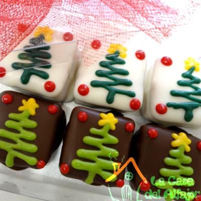 Lafrutita.com - Pack Navidad 09 - Codigo:AFN09 - Detalles: Deliciosos alfajores grandes de 5cm x 5cm c/u rellenos con exquisito manjar blanco, la decoracion es en exquisita masa elastica, cada uno viene en elegante elvoltura de aluminio y la presentacion es en caja de regalo. Cantidad: 6 unidades - - Para mayores informes llamenos al Telf: 225-5120 o 476-0753.