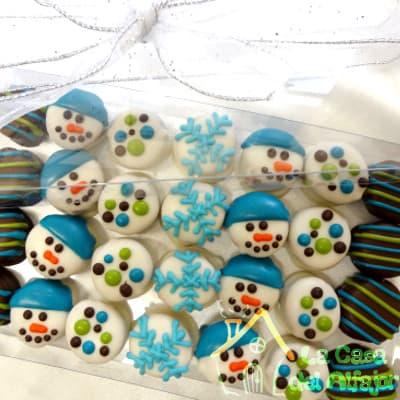 Diloconrosas.com - Pack Navidad 11 - Codigo:AFN11 - Detalles: Deliciosos alfajores grandes de 4cm c/u rellenos con exquisito manjar blanco, la decoracion es en exquisita masa elastica, cada uno viene en elegante elvoltura de aluminio y la presentacion es en caja de regalo. Cantidad: 28 unidades - - Para mayores informes llamenos al Telf: 225-5120 o 476-0753.