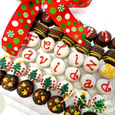 Lafrutita.com - Pack Navidad 13 - Codigo:AFN13 - Detalles: Deliciosos alfajores grandes de 4cm c/u rellenos con exquisito manjar blanco, la decoracion es en exquisita masa elastica, cada uno viene en elegante elvoltura de aluminio y la presentacion es en caja de regalo. Cantidad: 42 unidades - - Para mayores informes llamenos al Telf: 225-5120 o 476-0753.