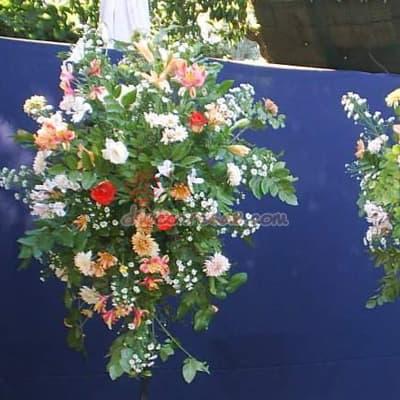 Tortas.com.pe - Arreglo Corporativo 03 - Codigo:AGP03 - Detalles: Composici�n floral compuesta por flores de estaci�n y rosas importadas. El arreglo tiene una altura de 1.7m Se debe solicitar con m�nimo 24 horas de anticipaci�n.  - - Para mayores informes llamenos al Telf: 225-5120 o 476-0753.