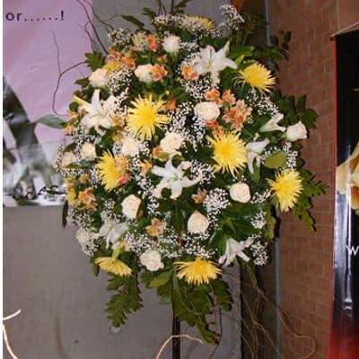 Arreglo Corporativo 08 - Codigo:AGP08 - Detalles: Imponente arreglo compuesto por flores y follaje de estaci�n. Mide 1.8m de alto y debe ordenarse con 24 horas de anticipaci�n.  - - Para mayores informes llamenos al Telf: 225-5120 o 4760-753.