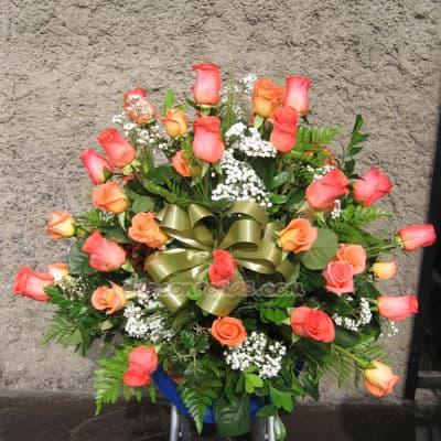 Tortas.com.pe - Arreglo de Rosas Corporativo - Codigo:AGP10 - Detalles: Imponente arreglo compuesto por Rosas Importadas, flores y follaje de estaci�n. Mide 1m de alto y debe ordenarse con 24 horas de anticipaci�n.  - - Para mayores informes llamenos al Telf: 225-5120 o 476-0753.