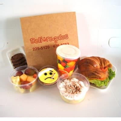Deliregalos.com - Merienda Mejorate - Codigo:AGT05 - Detalles: Exquisita merienda en caja de regalo conteniendo: Cupcake decorado con tematica mejorate pronto, jugo de frutas, sandwich de lomito ahumado, ensalada de frutas, galletas de chispas de chocolate, postre especial de 3 leches. - - Para mayores informes llamenos al Telf: 225-5120 o 476-0753.