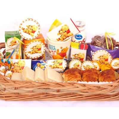 Deliregalos.com - Desayuno Unisex 01 - Codigo:AMB01 - Detalles: Desayuno compuesto por caja de frugos, chocolatada, taza con dise�o de winnie pooh, yo - - Para mayores informes llamenos al Telf: 225-5120 o 476-0753.
