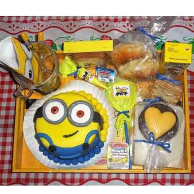 I-quiero.com - Desayuno unisex 05 - Codigo:AMB05 - Detalles: Taza de ceramica ppersonalizada, 1 caja de frugos, 3 palitos de qeso, 3 palitos de ajonjoli, 1 empanada de pollo, 1 empanda de carne, 1 galletadecorada con masa elastica, 1 chupetin, 4 tostadas, mantequilla, mermelada, 1 bonobon, 1 torta de 10 cm de diametro decorado con masa elastica segun imagen, cubiertos, bandeja con patitas.  Pedido con 72 horas de anticipacion - - Para mayores informes llamenos al Telf: 225-5120 o 476-0753.