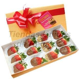 Chocolates 01 - Codigo:AMC01 - Detalles: Dulzura de 3 fresas, 6 fresas con chocolate bitter, 3 fresas con grageas, todo en una elegante cajita de regalo, incluye tarjeta de dedicatoria.  - - Para mayores informes llamenos al Telf: 225-5120 o 4760-753.