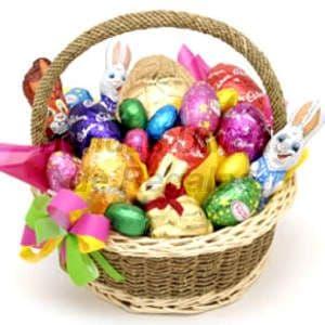 Chocolates 04 - Codigo:AMC04 - Detalles: Linda cesta de mimbre con 24 huevos de chocolates multicolores rellenos con manjar blanco, en diferentes tama�os, incluye tarjeta de dedicatoria.Este pedido debe realizarse con 48 horas de anticipacion - - Para mayores informes llamenos al Telf: 225-5120 o 4760-753.