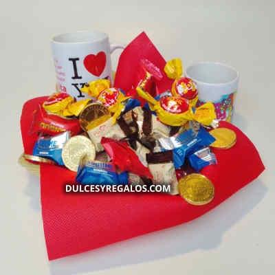 Chocolates 05 - Codigo:AMC05 - Detalles: Deiciosas 8 paletas de chocolates en forma de rosas, corazones, girasoles, 50 minichocolatitos rellenos con manjar blanco, multicolores, todo en una linda cesta de mimbre, incluye tarjeta de dedicatoria. - - Para mayores informes llamenos al Telf: 225-5120 o 4760-753.