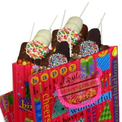 Dulce sorpresa 3 - Codigo:AMC10 - Detalles: Contiene 10 deliciosos bombones de chocolate decorados con grajeas de colores, presentados en forma de paletines; viene en una linda bolsa de regalo de 15 cm de alto. Este producto deberá ser ordenado con 1 día útil de anticipación. Incluye tarjeta de dedicatoria  - - Para mayores informes llamenos al Telf: 225-5120 o 4760-753.