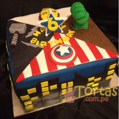 Torta Avengers 10 - Codigo:AVC10 - Detalles: Deliciosa Torta de Keke ingles bañada con manjar blanco y forrada con masa elastica.  Incluye detalles en azucar segun imagen. Medidas: 25cm x 25cm - - Para mayores informes llamenos al Telf: 225-5120 o 4760-753.