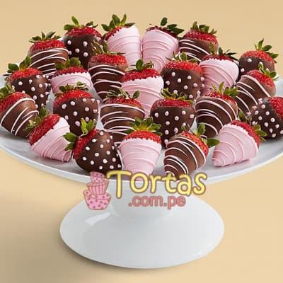 Gran Fresas Girl - Codigo:BBE03 - Detalles: 24 fresas bañadas con fino chocolate bitter  y chcolate de leche en tonos  rosados el presnte viene en una caja transparente y base de tecnopor.  - - Para mayores informes llamenos al Telf: 225-5120 o 4760-753.