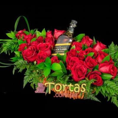 Whiskyy Rosas - Codigo:BBE08 - Detalles: Exclusivo arreglo floral a base de 18 rosas  importadas y flores de estacion. Incluye Whisky JW Black Label de 75oml  - - Para mayores informes llamenos al Telf: 225-5120 o 4760-753.