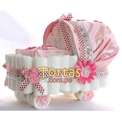 Cochecito de Pañales - Codigo:BBL04 - Detalles: Lindo presente para recién nacidos, Torta de pañales a base de huggies 100 primeros dias, pañales ideales para recien nacidos. Torta a base de 50 pañales  Incluye base y decoración según imagen. incluye toallitas  - - Para mayores informes llamenos al Telf: 225-5120 o 4760-753.