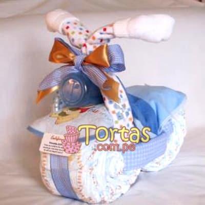 Torta de pañales 09 - Codigo:BBL09 - Detalles: Lindo presente para recién nacidos, Torta de pañales a base de huggies 100 primeros dias, pañales ideales para recien nacidos. Torta a base de 30 pañales  Incluye base y decoración según imagen. Incluye biberon y toallitas.  - - Para mayores informes llamenos al Telf: 225-5120 o 4760-753.
