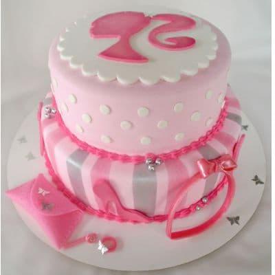 Torta Barbie 02 - Codigo:BRE02 - Detalles: Deliciosa torta de keke ingles rellena con fruta confitadas y pasa, bañada con manjar blanco y forrada con masa elastica con medidas  1er piso de 25 cm de diametro y el 2do piso de 20 cm de diametro, todos los accesorios modelados con masa elastica. - - Para mayores informes llamenos al Telf: 225-5120 o 4760-753.