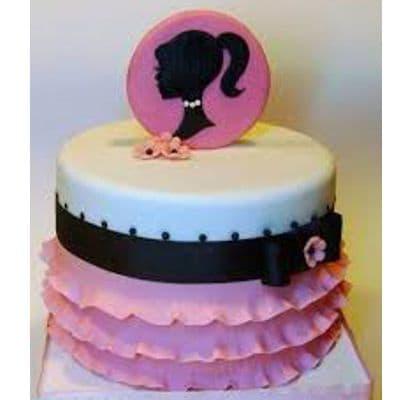 Torta Barbie 03 - Codigo:BRE03 - Detalles: Deliciosa torta de keke ingles rellena con fruta confitadas y pasa, bañada con manjar blanco y forrada con masa elastica con medidas  de doble piso de 20cm de diametro, con accesorios modelados en masa elastica, el adorno es no comestible forrado con masa elastica. - - Para mayores informes llamenos al Telf: 225-5120 o 4760-753.