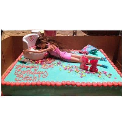 Torta Barbie 05 - Codigo:BRE05 - Detalles: Deliciosa torta de keke ingles rellena con fruta confitadas y pasa, bañada con manjar blanco y forrada con masa elastica con medidas  de 20 x 30 cm  , incluye barbie referencial  - - Para mayores informes llamenos al Telf: 225-5120 o 4760-753.