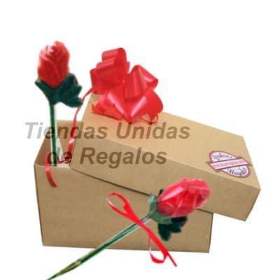 Deliregalos.com - Caja de chocolates 02 - Codigo:CHJ02 - Detalles:   Lindas rosas de cobertura bitter de tallo largo con relleno especial, envuelto elegantemente y entregado en una cajita de regalo, incluye tarjeta de dedicatoria.  - - Para mayores informes llamenos al Telf: 225-5120 o 476-0753.