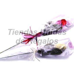 Deliregalos.com - Flores de chocolates 03 - Codigo:CHF03 - Detalles: Lindas rosas de cobertura bitter de tallo largo con relleno especial, envuelto elegantemente, incluye tarjeta de dedicatoria. Este producto se realiza con 48 horas de anticipaci�n.  - - Para mayores informes llamenos al Telf: 225-5120 o 476-0753.