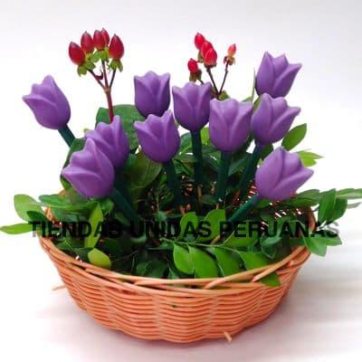 Tortas.com.pe - Flores de chocolates 04 - Codigo:CHF04 - Detalles: Linda cesta de mimbre con 8 deliciosos tulipanes de chocolates, incluye tarjeta de dedicatoria.  Este producto se realiza con 48 horas de anticipaci�n.  - - Para mayores informes llamenos al Telf: 225-5120 o 476-0753.