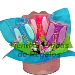 Tortas.com.pe - Flores de chocolates 08 - Codigo:CHF08 - Detalles: Lindo detalle compuesto por 3 tulipanes grandes, mini chocolatitos, en una linda base, adornado con papel seda, incluye tarjeta de dedicatoria.Este producto se realiza con 48 horas de anticipaci�n.  - - Para mayores informes llamenos al Telf: 225-5120 o 476-0753.