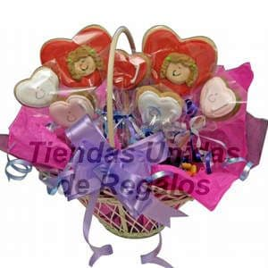 Tortas.com.pe - Flores de chocolates 13 - Codigo:CHF13 - Detalles: Arreglo de 2 corazones grandes, 5 corazones medianos, en una linda cesta de mimbre decorada con papel seda decorada, incluye tarjeta de dedicatoria. Este producto se realiza con 48 horas de anticipaci�n.  - - Para mayores informes llamenos al Telf: 225-5120 o 476-0753.