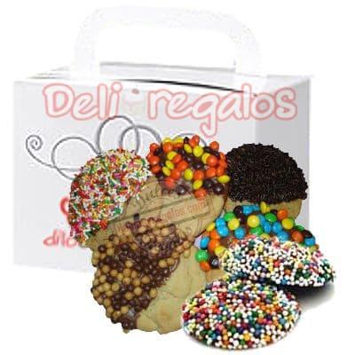 Deliregalos.com - Delicia de  galletas - Codigo:CHJ08 - Detalles: Ocho riqu�simas galletas de vainilla rellenas de chips de chocolate ba�adas en chocolate b�ter  y decoradas con grageas de colores. El presente viene en una caja de regalo e incluye tarjeta  de dedicatoria. - - Para mayores informes llamenos al Telf: 225-5120 o 476-0753.