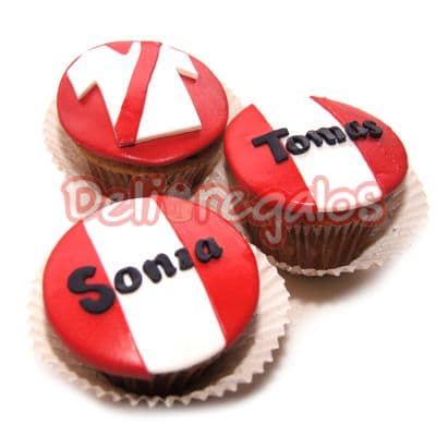 Tortas.com.pe - Cupcakes Peruanos  - Codigo:CJP13 - Detalles: 3 Deliciosos cupcakes de vainilla personlizados. - - Para mayores informes llamenos al Telf: 225-5120 o 476-0753.