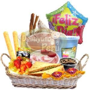 Suspiro a la Lime�a - Codigo:CJP22 - Detalles: Cesta Gourmet conteniendo tres palitos de queso, s�ndwich triple, ensalada de frutas, porci�n de yogurt, juego de frutas, postre de chocolate, bomb�n de cortes�a, incluye delicioso postre de suspiro a la lime�a y un globo grande de 20cm de di�metro con el mensaje Feliz d�a. - - Para mayores informes llamenos al Telf: 225-5120 o 4760-753.