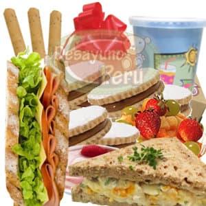 Alfajores Peruanisimos - Codigo:CJP27 - Detalles: Caja de regalo conteniendo jugo de frutas, 2 s�ndwich triples, ensalada de frutas, 3 palitos de queso, 6 deliciosos alfajores. Incluye tarjeta de dedicatoria. - - Para mayores informes llamenos al Telf: 225-5120 o 4760-753.
