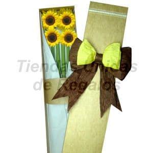 Deliregalos.com - Caja de Girasoles 04 - Codigo:CJS04 - Detalles: Caja ecol�gica con 4 radiantes girasoles, lazo rustico amarillo y marr�n, incluye tarjeta de dedicatoria.  - - Para mayores informes llamenos al Telf: 225-5120 o 476-0753.