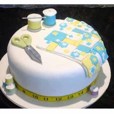Deliregalos.com - Torta de costura 07 - Codigo:CST07 - Detalles: keke De Vainilla   ba�ado en manjar y forrado en su totalidad con masa elastica, con las siguientes medidas: 25cm de di�metro, dise�o seg�n imagen, accesorios modelados - - Para mayores informes llamenos al Telf: 225-5120 o 476-0753.