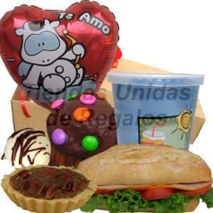 Desayuno Amor 01 - Codigo:DAM01 - Detalles: Desayuno compuesto por: cajita de regalo, jugo de frutas, s�ndwich lomito ahumado en Pan Bimbo especial, bomb�n, tartaleta de manzana, moffin ba�ado de chocolate y adornado con grageas multicolor, globo metalico te amo, tarjeta de dedicatoria.  - - Para mayores informes llamenos al Telf: 225-5120 o 4760-753.