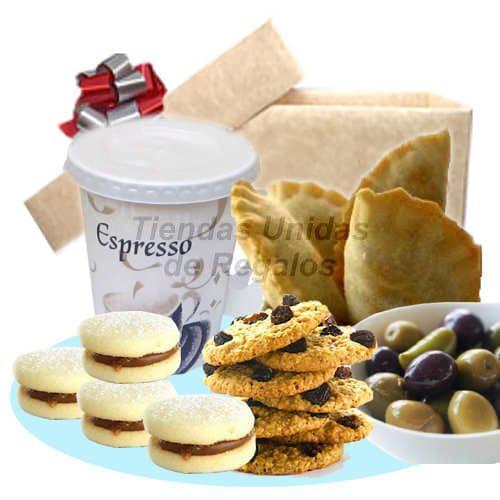 Desayuno  Amor 05 - Codigo:DAM05 - Detalles: Desayuno compuesto por: Bandeja de carton segun imagen, caf� especial pasado en taza de papel, 4 alfajorcitos, galletas con chispas de chocolate, 2 empanadas, aceitunas , tarjeta de dedicatoria  - - Para mayores informes llamenos al Telf: 225-5120 o 4760-753.