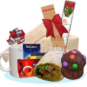 Diloconrosas.com - Desayuno Amor06 - Codigo:DAM06 - Detalles: Caja de regalo incluyendo, taza cer�mica, pack de infusiones, enrollado de pollo, moffin de chocolate ba�ado con grageas multicolor, caja de 2 rosas importadas de 66cm de largo, el regalo incluye un tarjeta de dedicatoria, cubiertos y servilleta. - - Para mayores informes llamenos al Telf: 225-5120 o 476-0753.