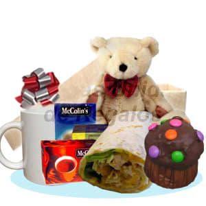 Desayuno Amoroso 7 - Codigo:DAM07 - Detalles: Lindo desayuno compuesto por, taza de cer�mica, pack de infusiones, enrollado de pollo, moffin de chocolate a�ado con grageas multicolor, oso de peluche de 25cm, el regalo incluye tarjeta de dedicatoria, cubiertos y servilleta. El color y modelo del peluche es referencial - - Para mayores informes llamenos al Telf: 225-5120 o 4760-753.