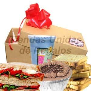 Deliregalos.com - Desayuno Cumplea�os 04 - Codigo:DCS04 - Detalles: Desayuno compuesto por: cajita de regalo, jugo de frutas, 2 tostadas, postre 3 leches , sandwich de lomito con lechuga y tomate, tarjeta de dedicatoria.  - - Para mayores informes llamenos al Telf: 225-5120 o 476-0753.