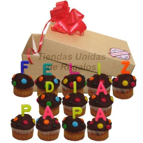 Deliregalos.com - 12 Muffins Fel�z d�a Pap� - Codigo:DDP09 - Detalles: Deliciosos muffins: con dise�os en masa elastica, Lleva consigo letras de azucar con texto de FELIZ DIA PAPA, Todo esto en una linda cajita de regalo, incluye tarjeta dedicatoria.  - - Para mayores informes llamenos al Telf: 225-5120 o 476-0753.