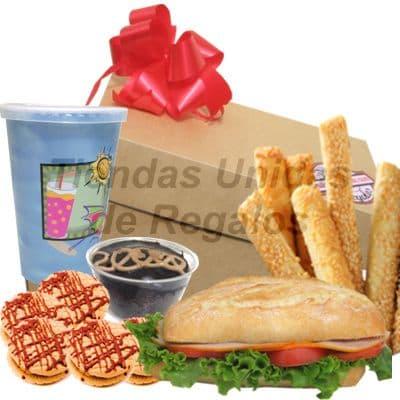 Desayuno Amistad - Codigo:IDA02 - Detalles: Caja de regalo conteniendo: sandwich de lomito ahumado,jugo de naranja, 3 palitos de ajonjoli, postre de 3 leches, paquete de 4 galletas de chispa de chocolate - - Para mayores informes llamenos al Telf: 225-5120 o 4760-753.