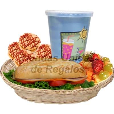 Lafrutita.com - Desayuno Pap� 19 - Codigo:DDP19 - Detalles: Desayuno Gourmet en cesta de mimbre que incluye: Jugo de naranja, s�ndwich mixto en pan especial,3 palitos de ajonjoli, 4 galletas de chispa de chocolate y Ensalada de Frutas, Incluye tarjeta de dedicatoria. - - Para mayores informes llamenos al Telf: 225-5120 o 476-0753.