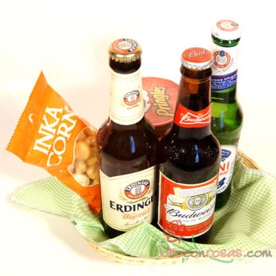 Deliregalos.com - Especial Cervezas Importadas - Codigo:DDP34 - Detalles: Elegante canasta con individual decorativo, incluye 3 cervezas importadas, Peroni, Erdiner y BudWeiser x 343ml, PrDe Vainilla Mediano de 37g, Inka Corn 42g - - Para mayores informes llamenos al Telf: 225-5120 o 476-0753.