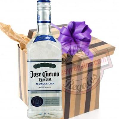 Deliregalos.com - Tequila Jose Cuervo Silver - Codigo:DDP44 - Detalles: Edici�n especial Jose cuervo, denominaci�n Silver que garantiza una calidad extra de esta conocida marca. Presentaci�n  de 750ml. Incluye caja y tarjeta de dedicatoria. - - Para mayores informes llamenos al Telf: 225-5120 o 476-0753.