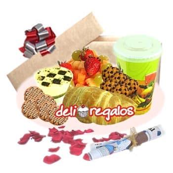 Grato Placer04 - Codigo:DEL04 - Detalles: Cajita Sorpresa Incluyendo • Jugo de naranja • Sándwich mixto de jamón y queso en Pan Bimbo Especial• Ensalada de frutas • 6 galletas de choco chip • Postre Tres leches • Juego de cubiertos de acrílico • Individual decorativo • Tarjeta de dedicatoria. • Diario Perú 21  - - Para mayores informes llamenos al Telf: 225-5120 o 4760-753.