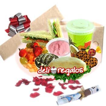 Dejame mimarte - Codigo:DEL07 - Detalles: Caja de regalo conteniendo: Jugo de naranja • Yogurt • Sándwich de Lomito Ahumado • Sándwich Capresse • Ensalada de frutas • Bombón de Chocolate • 4 Galletas de choco chips • Postre Tres Leches• Juego de cubiertos de acrílico • servilleta. • Tarjeta de dedicatoria. • Diario Perú 21      - - Para mayores informes llamenos al Telf: 225-5120 o 4760-753.